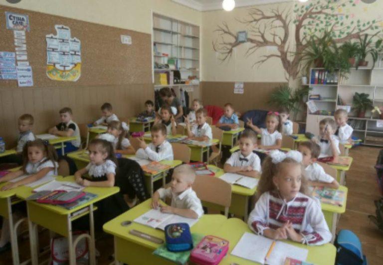 У межах класу або просто неба: МОН пропонує школам провести свято першого дзвінка по-новому