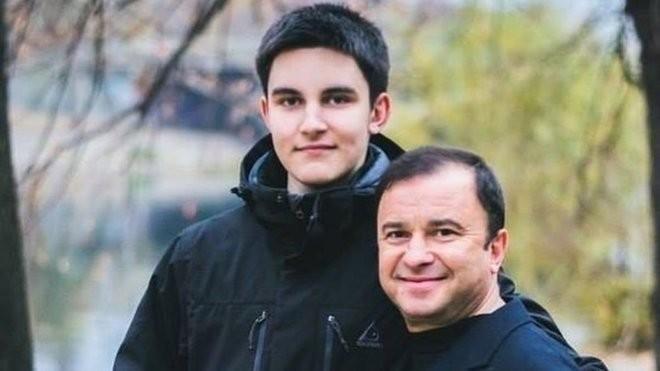 """""""Бог забрав мого ангела"""": 21-річний син українського співака помер після боротьби з раком"""