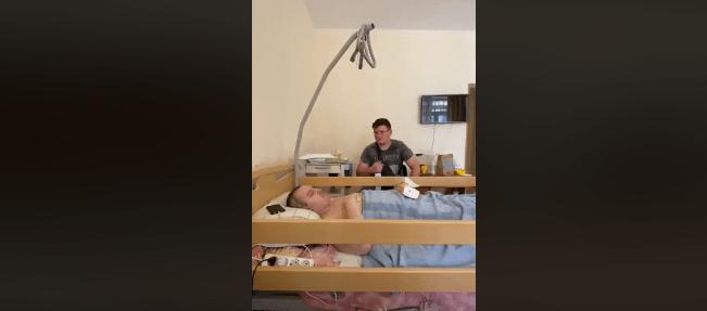 """""""Так тебе вбивала хвороба"""": мама сина Віктора Павліка опублікувала останнє відео з лікарні"""