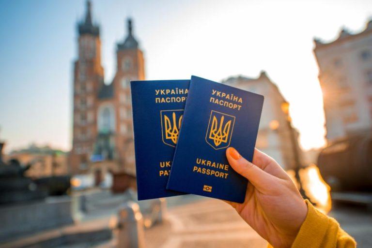 """ЄС пригрозив Україні скасуванням """"безвізу"""": стали відомі подробиці"""