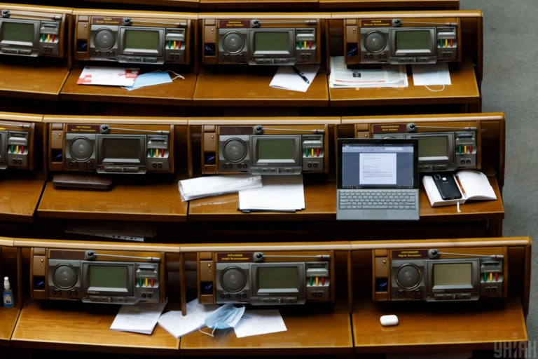 Українцям загрожують нові штрафи: за що нардепи запропонували карати