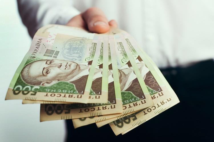 За рішенням Печерського суду кожен працюючий українець має віддати Суркісам 1000 грн – Степанюк