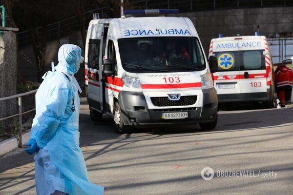 Українські лікарі надаватимуть допомогу при COVID-19 за новими стандартами