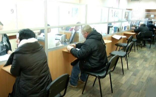"""Українців змусять повернути гроші-соцдопомогу, в Кабміні прийняли жорстке рішення: """"починаючи з 2016 року"""""""