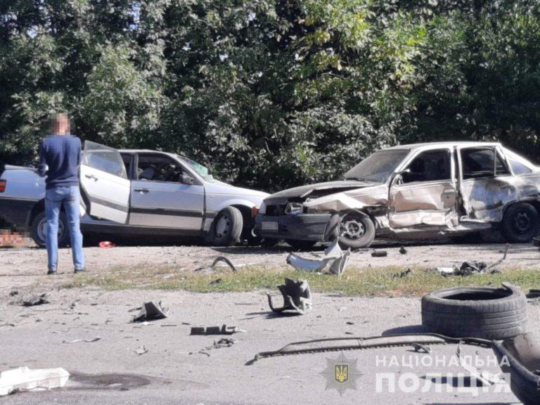 Кадри жахають: на трасі у потрійній ДТП загинули дві людини, травмовані діти – в лікарні (фото, відео)