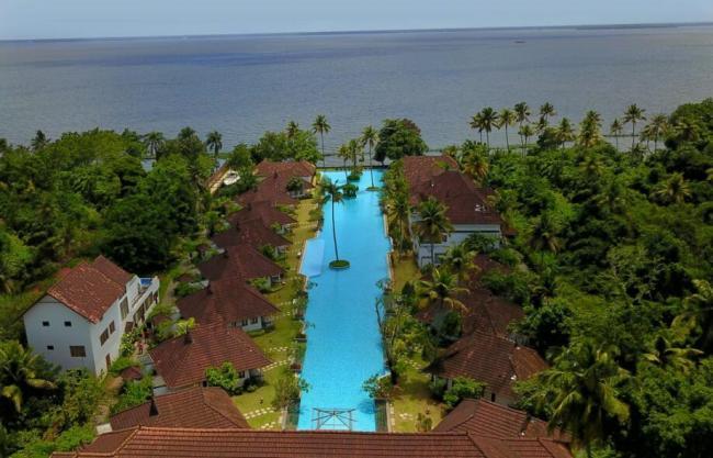 Індійський курорт: 5-зірковий готель в Кералі зробив в басейні рибну ферму, щоб вижити