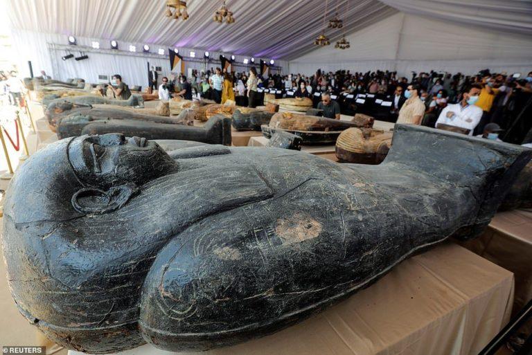 59 саркофагів вже витягнуто з колодязя в Єгипті
