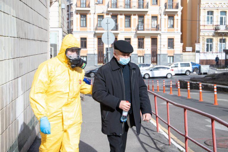 Коронавірус в Україні: названі люди, які не можуть захворіти