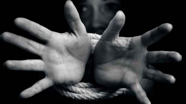 Польку, яка тримала працівників з України за рабів, засудили за торгівлю людьми
