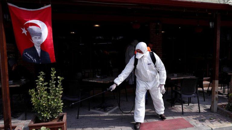 Туреччина запроваджує жорсткі обмеження: закрили кафе, ресторани, кінотеатри і ввели комендантську годину