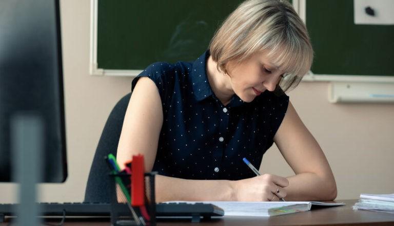 Зарплата задарма: за що платять вчителям, або один день із життя педагога