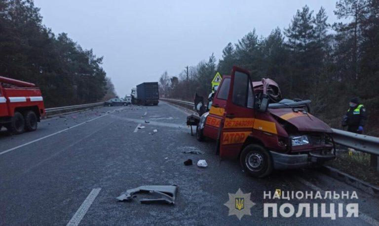 Авто порозкидало по трасі, заги*нули люди: щойно на Вінниччині сталась страшна ДТП