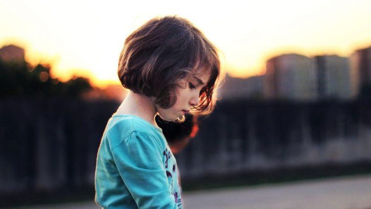 """Сповідь дітей заробітчанки: """"Ми з дитинства були самотніми"""""""