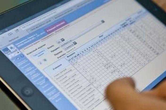 Українські школи почали підключати до електронних журналів та щоденників
