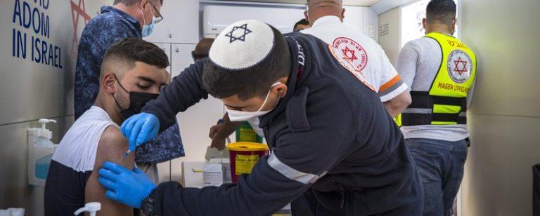 В Ізраїлі від COVID-19 прищепили половину населення