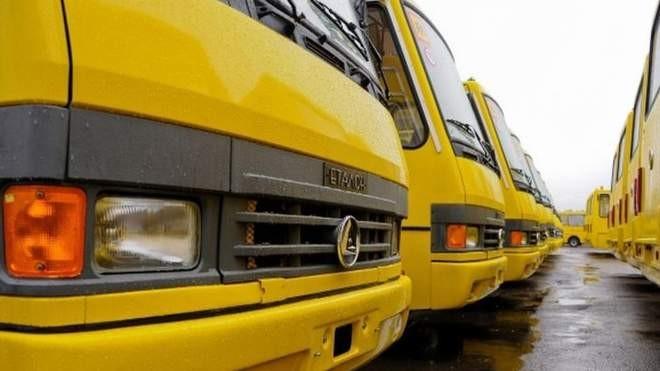 """Пасажирські перевезення у """"червоній"""" зоні: уряд посилив обмеження"""