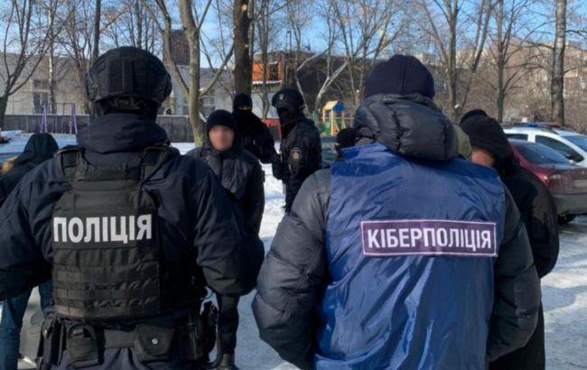 """Поліція накрила продавців фейкових """"євроблях"""". Обдурили людей на 1 млн гривень"""
