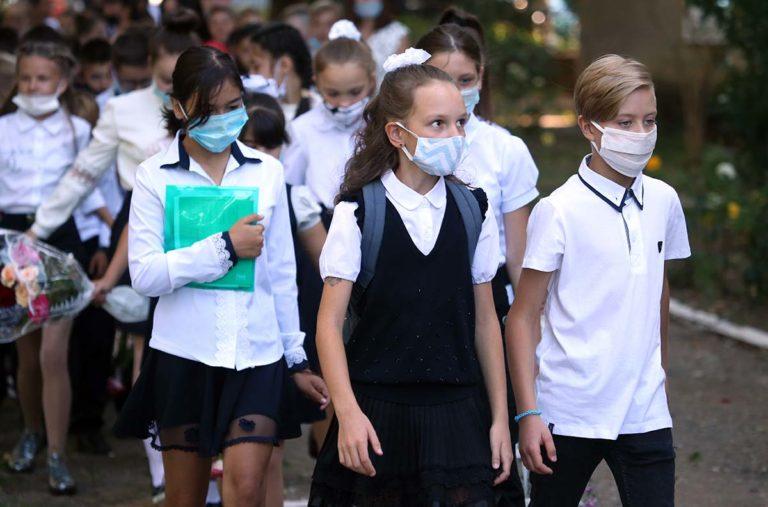 8 тисяч мамі або новий спалах коронавірусу: чому молодші класи ходять до школи