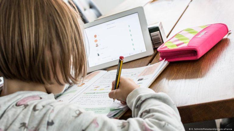 Освіта у часи пандемії: хто винен, якщо дитина не має змоги вчитися онлайн