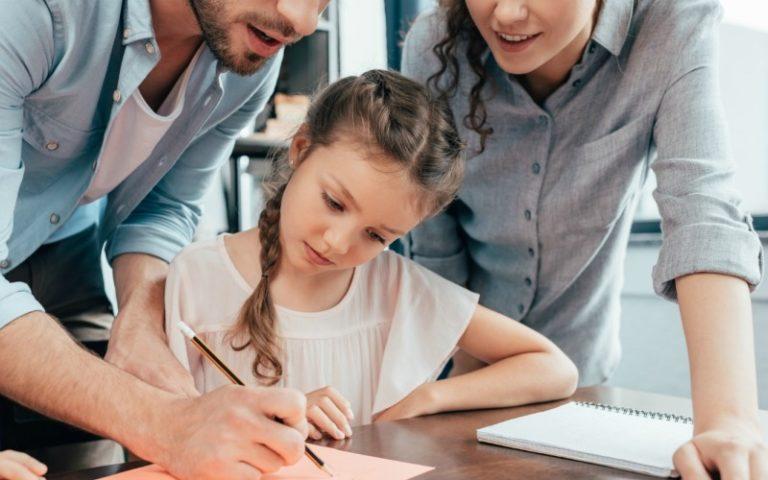 Під час дистанційного навчання обов'язки мають не лише вчителі: освітній експерт про те, яких правил повинні дотримуватись батьки учнів