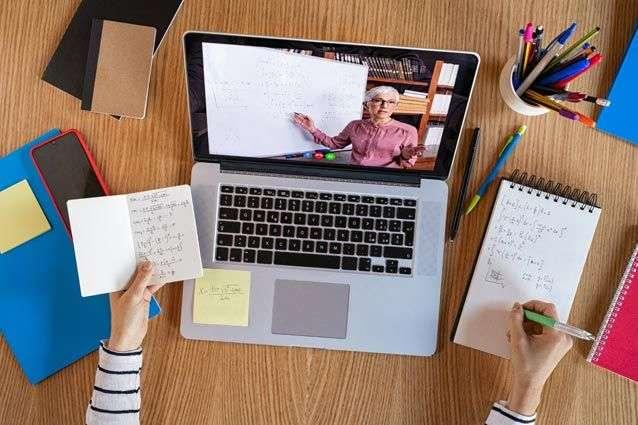 Жодних цільових програм для забезпечення вчителів технікою для онлайн-занять немає – освітній омбудсмен