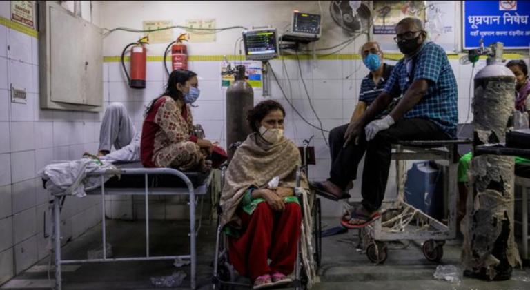 «Це як війна»: в Індії катастрофічна ситуація із захворюваністю на Covid-19