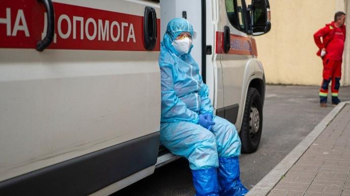 У Києві стафф без намордника загриз кілька собак: господаря затримали. Відео 18+