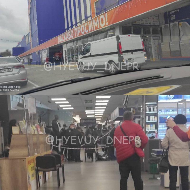 У Дніпрі раптово помер чоловік у торгцентрі на очах у відвідувачів (відео)