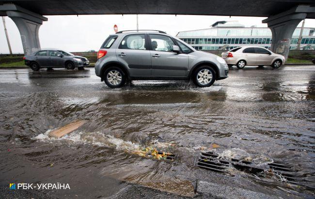 Потужні зливи затоплюватимуть Україну три дні поспіль: які області постраждають
