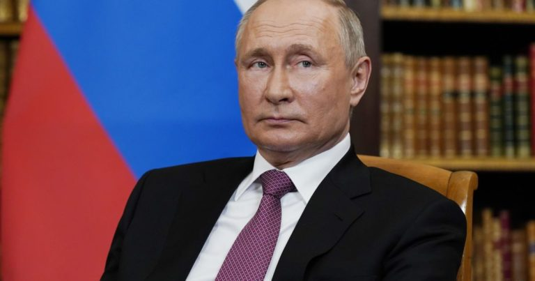 """""""Не дочекаєтеся"""": Путін заявив, що Крим належав Україні незаконно, а анексія 2014-го є """"історичним вибором"""" населення"""