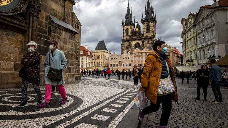 У Чехії дозволили жінкам не додавати до прізвища суфікс -ová