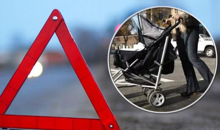 Жахливий інцидент. Два мопедисти збили дитячу коляску та зникли з місця подій