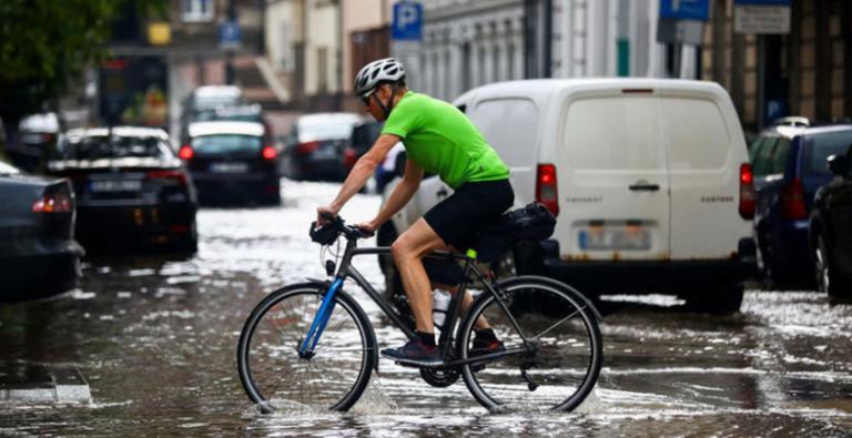 Сильні зливи призвели до повеней в Польщі: затоплено більше 700 будинків