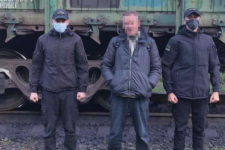 Українець намагався виїхати до Польщі у вантажному вагоні