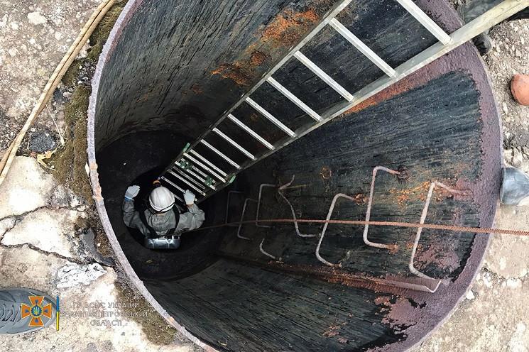 """""""Затягнуло до насосу"""": троє людей загинуло у каналізації в Кривому Розі"""