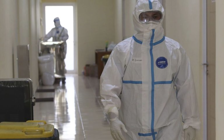"""У ВООЗ повідомили, що допоможе людству """"вийти з гострої фази"""" пандемії коронавірусу"""
