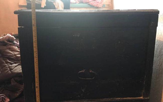 Під Донецьком маленьких брата і сестру знайшли мертвими в скрині (фото)
