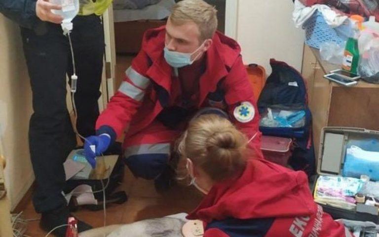 """""""Пацієнт вже не дихав"""": медики врятували 28-річного чоловіка, якого мати знайшла повішаним"""
