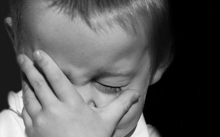 """""""Єдиний спосіб заспокоїти"""": жінка  пояснила, чому била в прямому ефірі в Instagram 4-річного сина"""