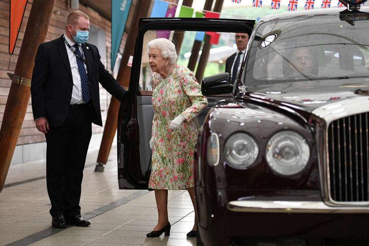 Королеву Єлизавету II госпіталізували
