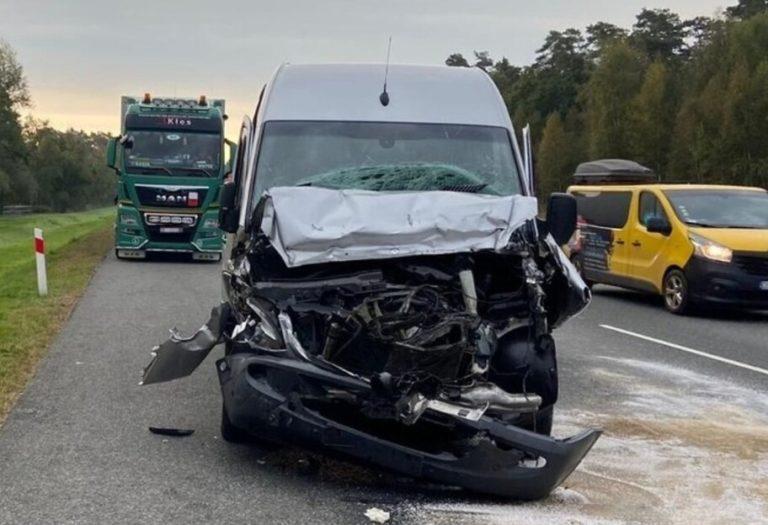 У Польщі автобус врізався в фуру: постраждали п'ятеро українців
