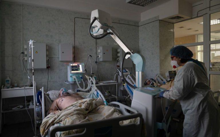 Температуру дуже складно збити: лікар назвав десять симптомів штаму «Дельта плюс»