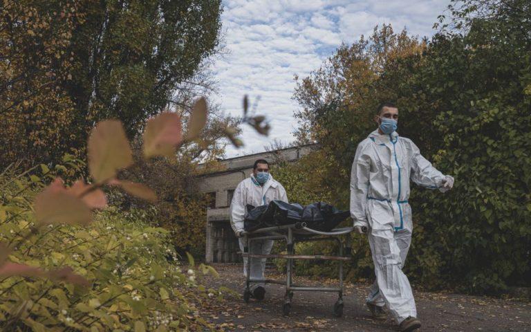 """""""Вакцинацією ми це не здолаємо"""": відомий лікар назвав терміни колапсу в Україні"""